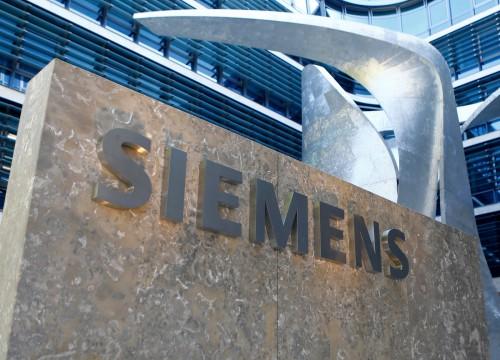 Γερμανία: Κατά των απολύσεων διαδήλωσαν 2.000 υπάλληλοι της Siemens