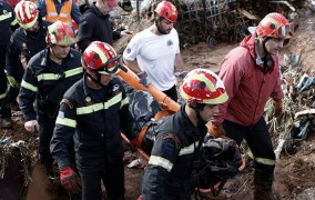 Δράμα χωρίς τέλος στη Μάνδρα: 20 νεκροί, δύο αγνοούμενοι και ανυπολόγιστες καταστροφές