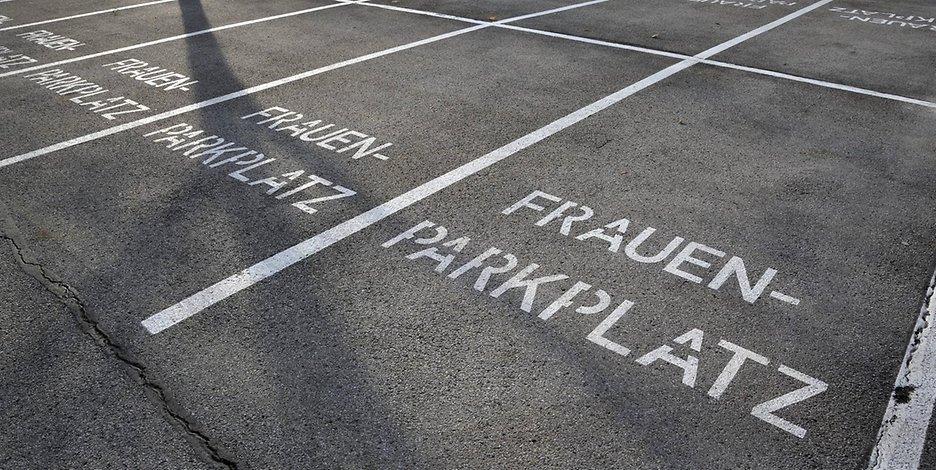 Γερμανία:Επιτρέπεται οι άντρες να παρκάρουν στις Γυναικείες θέσεις πάρκινγκ;