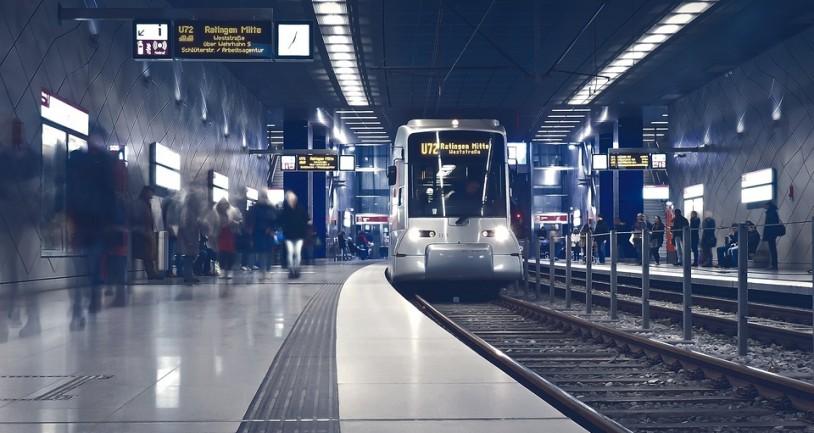 Γερμανία: Απίστευτο! Άγνωστοι παρενόχλησαν ανήλικα κορίτσια στο τρένο και ούτε ένας επιβάτης δεν παρενέβη