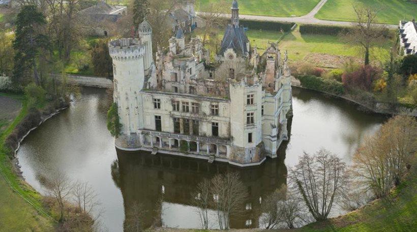 Γαλλία: Πύργος του 13ου αιώνα πωλήθηκε έναντι 500.000 ευρώ σε... 6.500 χρήστες του Ίντερνετ!