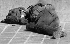 Βερολίνο: Σύλλογος χτίζει Μίνι στέγη για τους Άστεγους