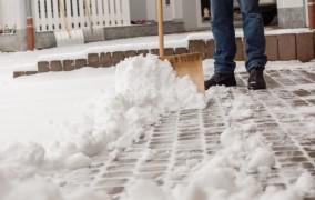 Γερμανία: Υποχρεωτικός ο καθαρισμός χιονιού – Ποιος ευθύνεται σε περίπτωση ατυχήματος;