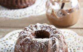 Το πιο εύκολο σοκολατένιο κέικ με πραλίνα που θα φτιάξεις ποτέ