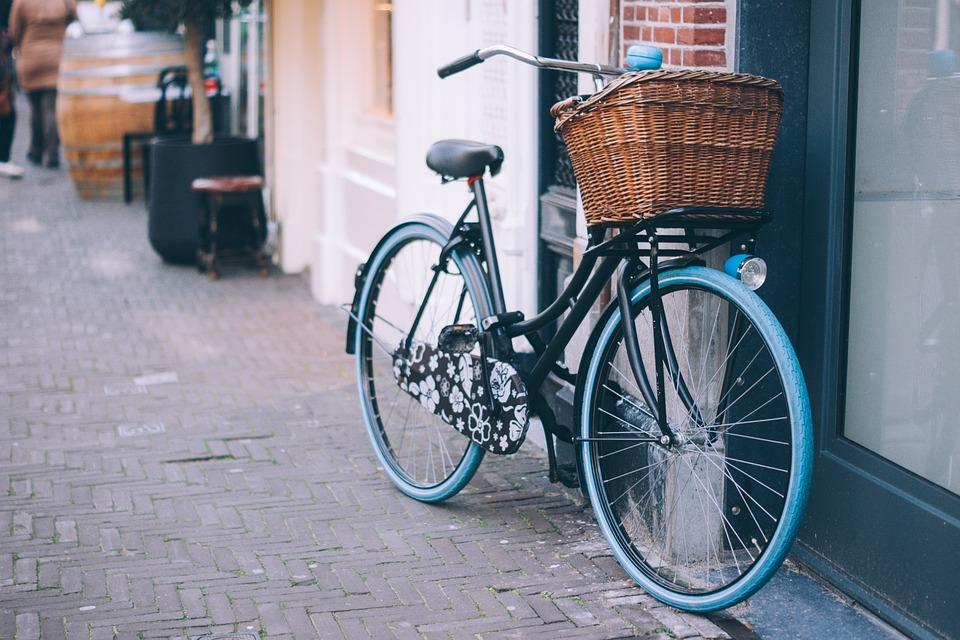 Εργοδότης προσφέρει 1360 ευρώ σε υπαλλήλους που έρχονται στη δουλειά με ποδήλατο