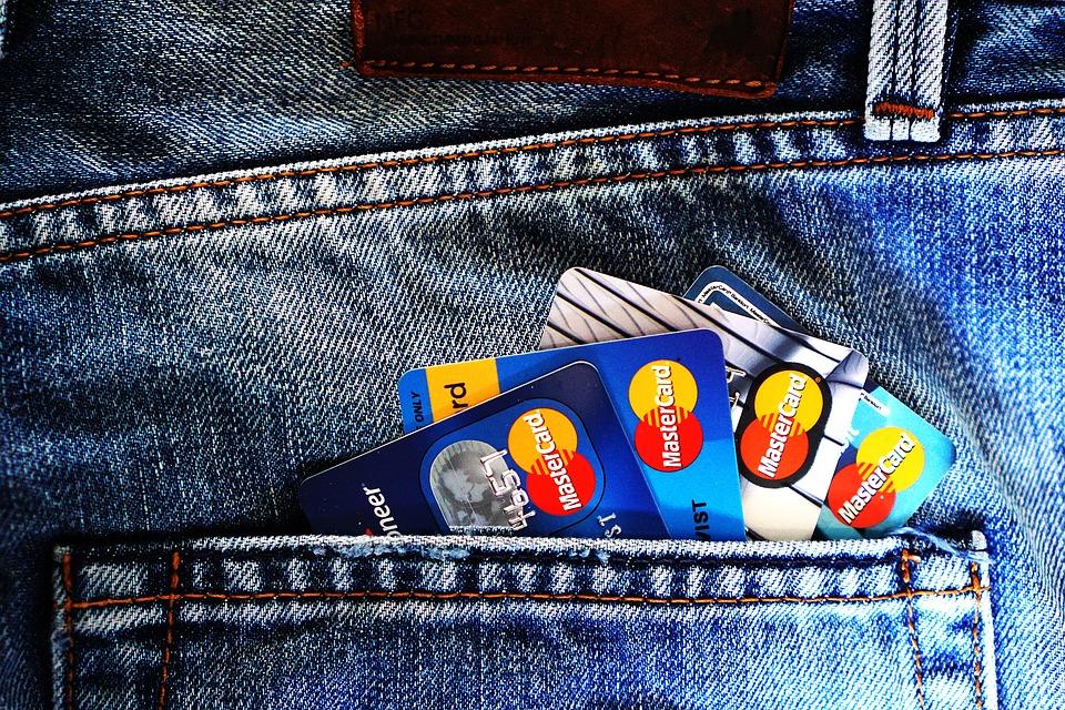 Γερμανία: Αυτές οι τράπεζες προσπαθούν να συγκεντρώσουν χρήματα ακόμη και από τους Πελάτες τους!