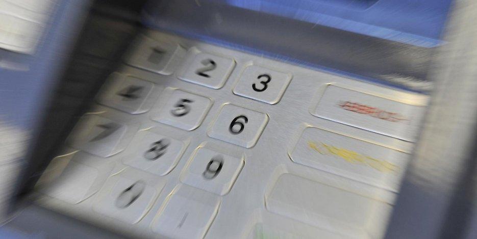 Ντίσελντορφ: Ανήλικη προσπάθησε να ληστέψει γυναίκα σε ATM