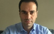 Ο Θεσσαλονικιός δικηγόρος ξαναχτυπά: «Τα πρώτα μπάνια της φάλαινας»