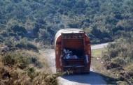 Τραγωδία στην Τήνο με δύο νεκρούς - Απορριματοφόρο έπεσε σε γκρεμό 100 μέτρων