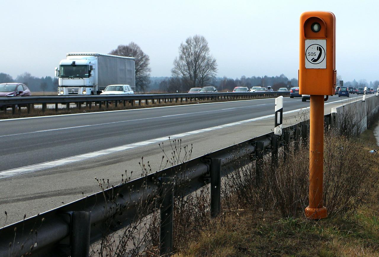 Γερμανία: Χρησιμεύουν τελικά αυτοί οι πυλώνες έκτακτης ανάγκης στις εθνικές οδούς;