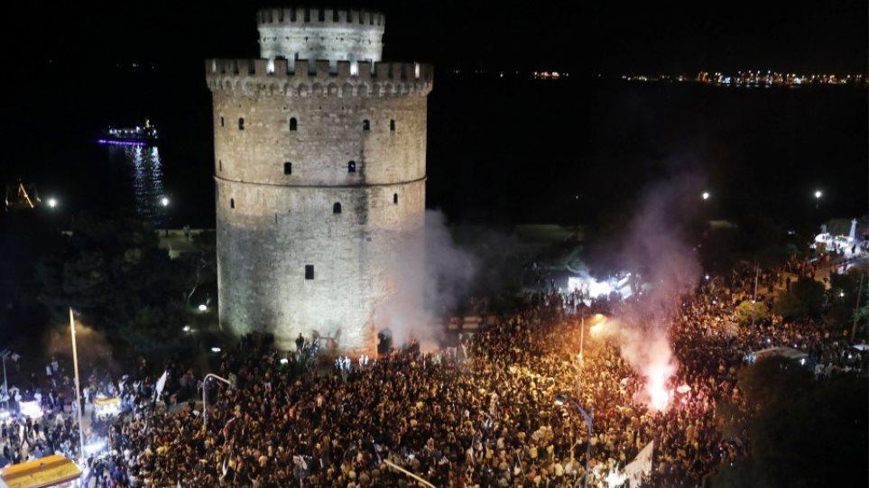 Βίντεο: Χιλιάδες φίλοι του ΠΑΟΚ στον Λευκό Πύργο