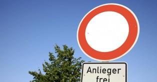 """Γερμανία: """"Anlieger frei"""" – Τι σημαίνει αυτή η πινακίδα; Πρόστιμο 75€"""