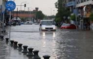 Θεσσαλονίκη: Εικόνες καταστροφής μετά τη θεομηνία - Χωρίς νερό μέχρι αύριο το απόγευμα μεγάλα τμήματα της πόλης