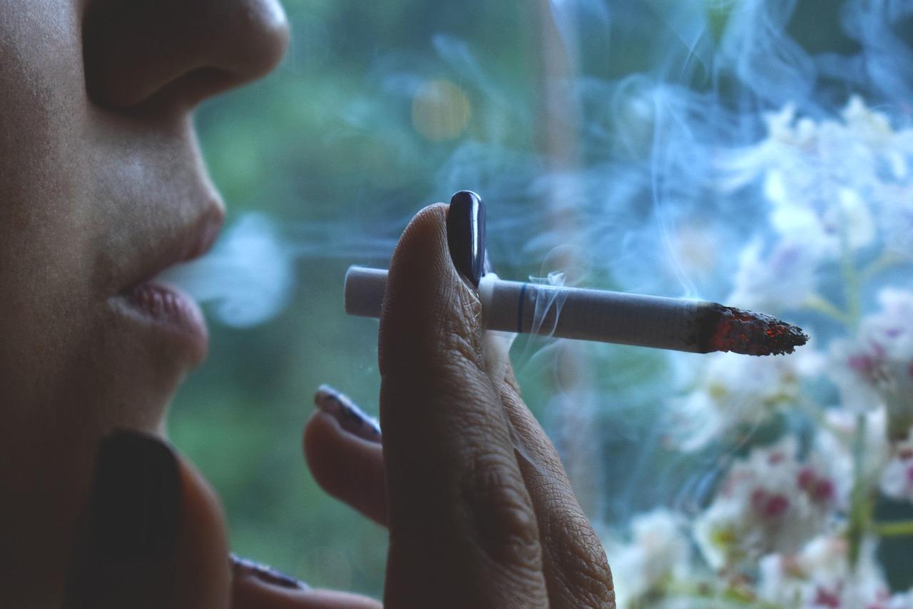Γερμανία: Τσιγάρο και Ηλεκτρονικό τσιγάρο – Πόσο ακριβό κοστίζει το κάπνισμα κατά την οδήγηση;