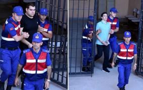 Νέες φωτογραφίες των δύο στρατιωτικών - «Σιδηροδέσμιοι» στο δικαστήριο για το τέταρτο «όχι»