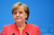 Η Μέρκελ είπε «Ja» στο τελεσίγραφο του Ζέεχοφερ και... έσωσε τη συνεργασία CDU-CSU