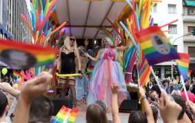 Φωτογραφίες: Χρώμα, χορός και... απρόοπτα στο 7ο Thessaloniki Pride