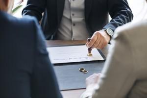 Γερμανία: Χρειάζεστε δικηγόρο για το διαζύγιο; Πώς να γλιτώσετε χρήματα