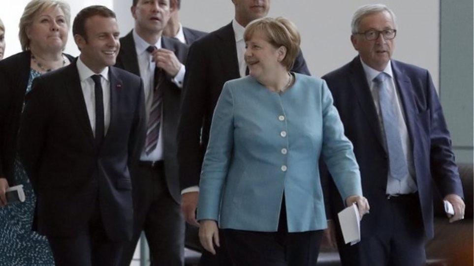 «Το Βερολίνο δεν θέλει να δράσει μονομερώς» για το μεταναστευτικό δηλώνει ο Ζάιμπερτ