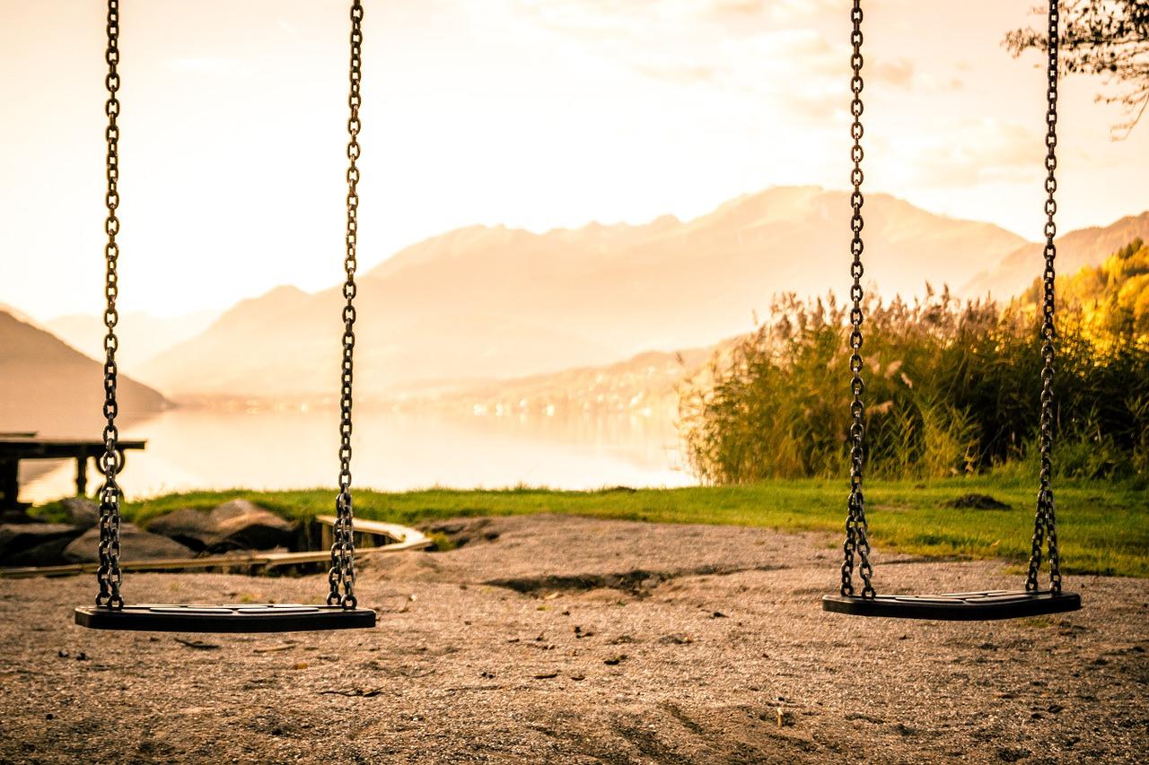 Γερμανία: Πόσο μπορεί να μισεί κάποιος τα παιδιά; Άγνωστος σκόρπισε λεπίδες σε παιδική χαρά