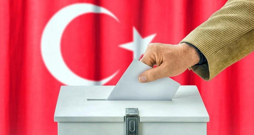 Άνοιξαν οι κάλπες στην Τουρκία για τις διπλές εκλογές - Τι έδειχναν οι τελευταίες δημοσκοπήσεις