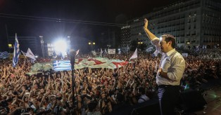 «Κωλοτούμπα» Τσίπρα για δημοψήφισμα: Εξυμνεί την Μέρκελ για το προσφυγικό