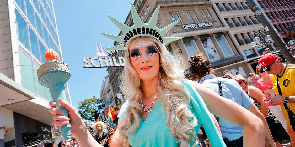 Κολωνία: Πλήθος κόσμου στη μεγάλη εκδήλωση για το CSD (Christopher Street Day)