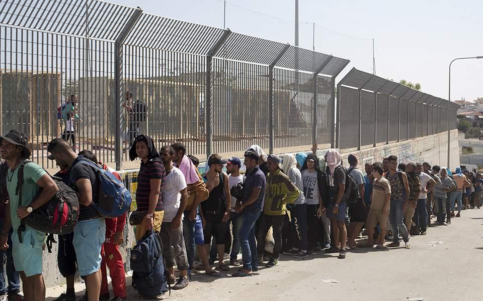 Προσφυγικό: Όλοι πήραν χρήματα - Η Ελλάδα ... πολλούς πρόσφυγες και μειωμένο ΦΠΑ