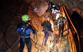 Ταϊλάνδη: Τέσσερα αγόρια διασώθηκαν από το σπήλαιο - Σταματά για 10 ώρες η επιχείρηση