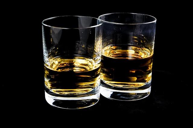 Ποσότητα αλκοόλ: Πότε ξεπερνά το νόμιμο όριο για οδήγηση σε Ελλάδα και Γερμανία