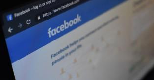 """Γερμανία: Απειλεί να """"γκρεμίσει"""" το Facebook!"""