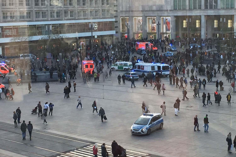 Γερμανία: Άγρια συμπλοκή 400 fans 2 διάσημων youtuber στην Alexanderplatz
