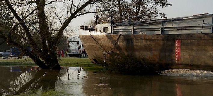 Γερμανία: Μεθυσμένος καπετάνιος έριξε πλοίο σε γέφυρα!