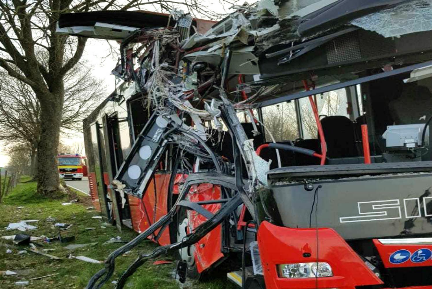 Γερμανία: Λεωφορείο με μαθητές συγκρούστηκε σε δέντρο - 20 τραυματίες