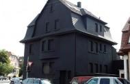 Γερμανία: Το Μαύρο Σπίτι που έγινε viral