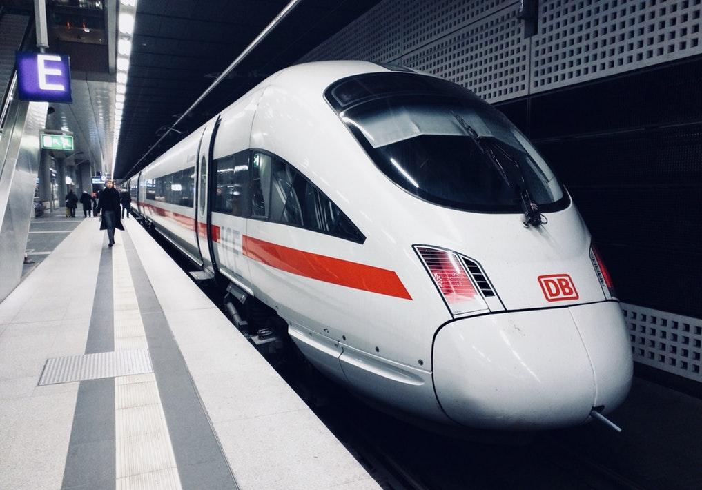 Γερμανία: Ο Υπουργός Μεταφορών σχεδιάζει μειώσεις στα εισιτήρια τρένων