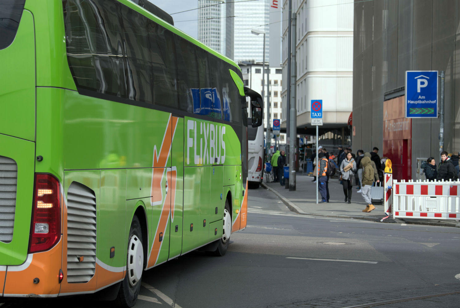 Γερμανία: Οδηγός της Flixbus έβλεπε ταινία στο κινητό ενώ οδηγούσε!
