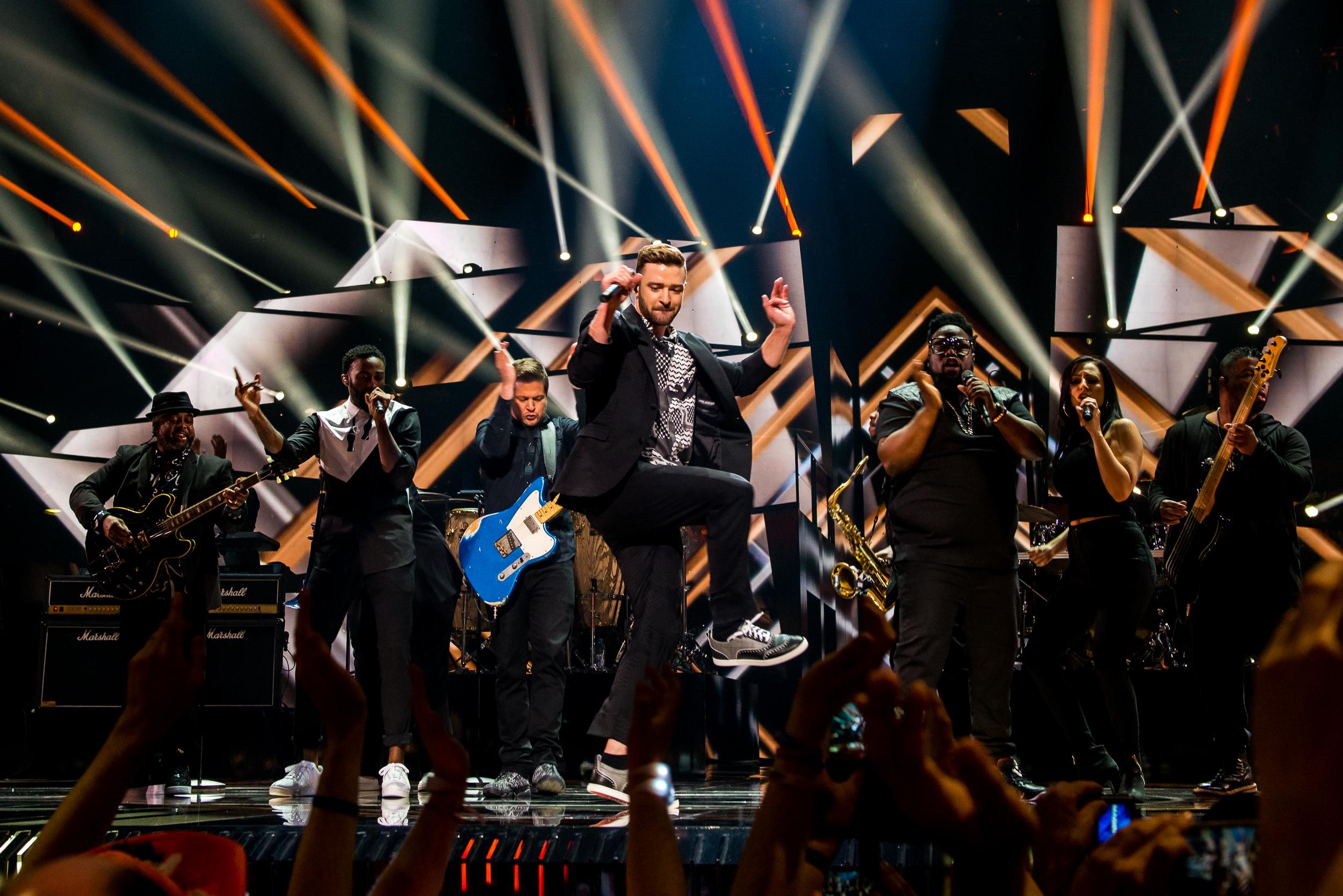 """Τζάστιν Τίμπερλεικ-Η έκπληξη της Eurovision τα... """"έσπασε"""" πάνω στη σκηνή (βίντεο)"""