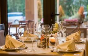 Κολωνία: ΕΝΟΙΚΙΑΖΕΤΑΙ Ελληνικό Εστιατόριο με εξοπλισμό και το κλειδί στο χέρι