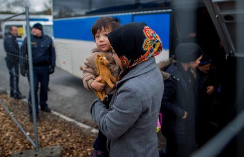 Γερμανία: Παρατείνονται έως τον Μάιο του 2018 οι έλεγχοι στα σύνορα