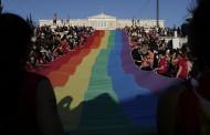Στα χρώματα του Athens Pride 2018 η ελληνική Βουλή! Χαμός στην Αθήνα (Εικόνες- Βίντεο)
