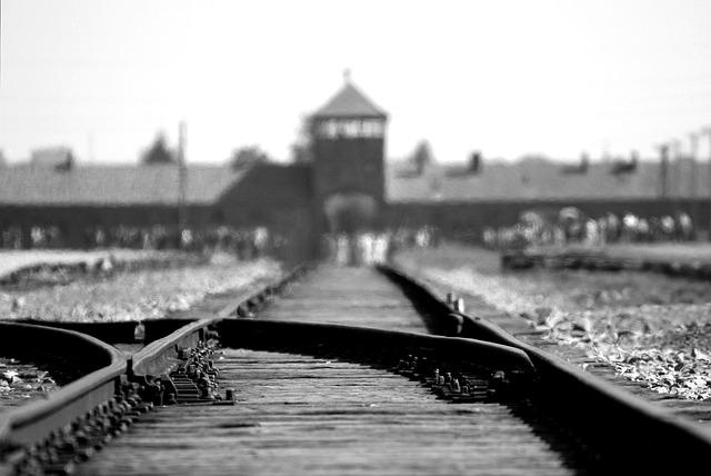 Γερμανία: 94χρονος Ναζί δικάζεται σε δικαστήριο ανηλίκων για εκατοντάδες δολοφονίες