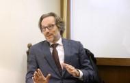 Γερμανός πρέσβης: Με τις περικοπές που έγιναν στην Ελλάδα, στη Γερμανία μπορεί να γινόταν εμφύλιος