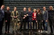 Θέατρο με πολιτικούς στη Γερμανία -Απαντούν επί σκηνής σε υβριστικές επιστολές πολιτών