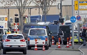 Γερμανία: Αυτοκίνητο έπεσε σε στάση λεωφορείου