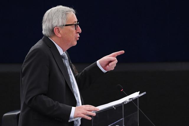 Γιούνκερ: Δηλώνει έτοιμος να αντιμετωπίσει όλες τις λασπολογίες ενόψει Ευρωεκλογών